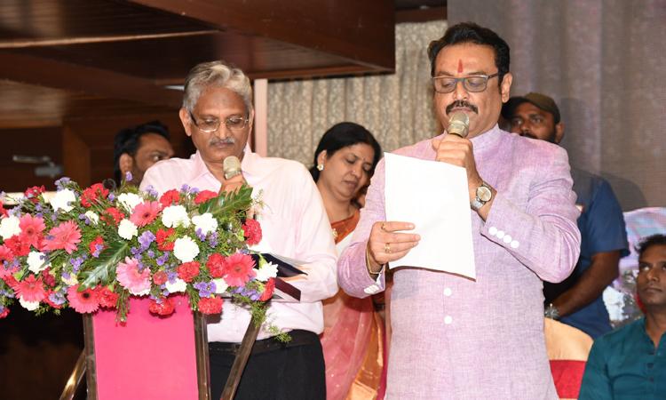 Naresh takes oath as MAA President, 'మా' అధ్యక్షుడిగా నరేష్ ప్రమాణస్వీకారం
