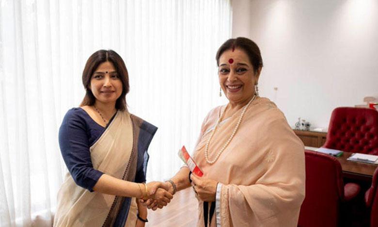 Poonam-Sinha-joins-SP, భర్త కాంగ్రెస్ నుంచి.. భార్య ఎస్పీ నుంచి పోటీ..!