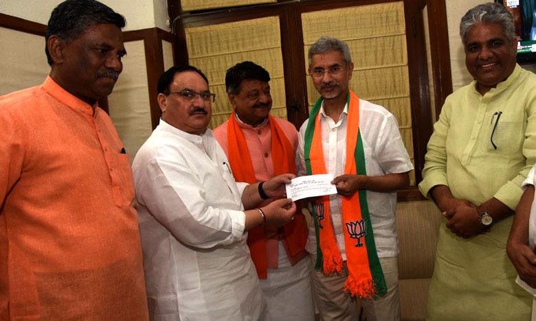 S Jaishankar formally joins BJP, కమలం కండువా కప్పుకున్న కేంద్రమంత్రి