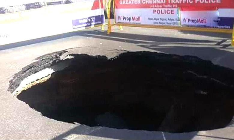 Road Caves In At Busy Chennai Intersection, చెన్నై నడిరోడ్డుపై భారీగుంత