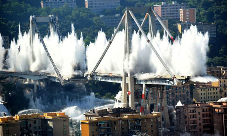 Genoa Bridge, ఇటలీలోని భారీ వంతెనను కూల్చేశారు..!