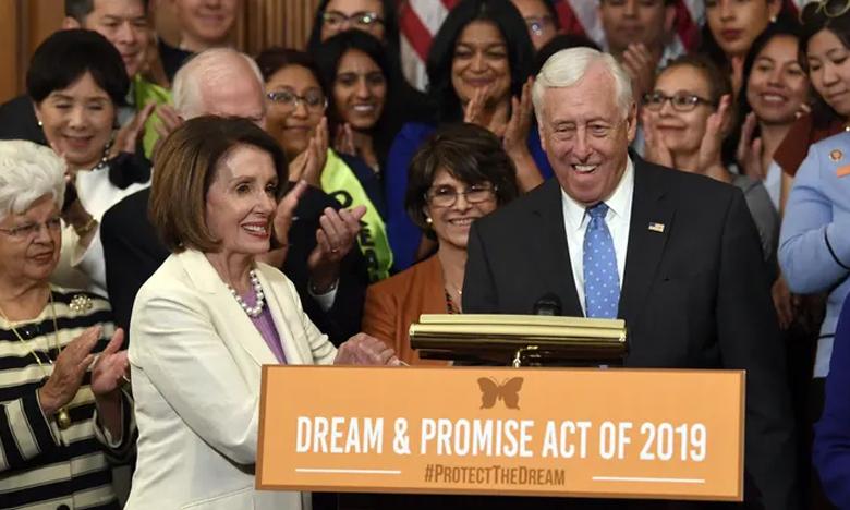 US HOUSE PASSES BILL TO OFFER CITIZENSHIP TO OVER 2 MILLION DREAMERS, బాప్ రే ! 20 లక్షల మందికి అమెరికా పౌరసత్వం.!. బిల్లు ఆమోదం