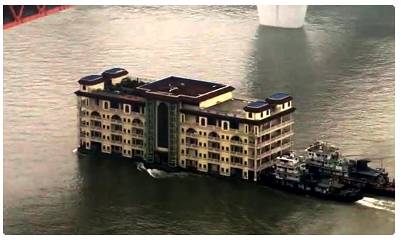 Five-storey building, నదిలో తేలుతున్న ఐదంతస్తుల భవనం… అసలు నిజం?