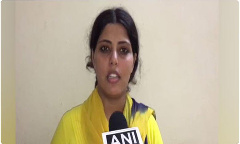 Bhojpuri actress complains against hasbad for divocing her through stamp paper, సినీ నటికి బలవంతంగా విడాకులు.. పోలీసులకు ఫిర్యాదు