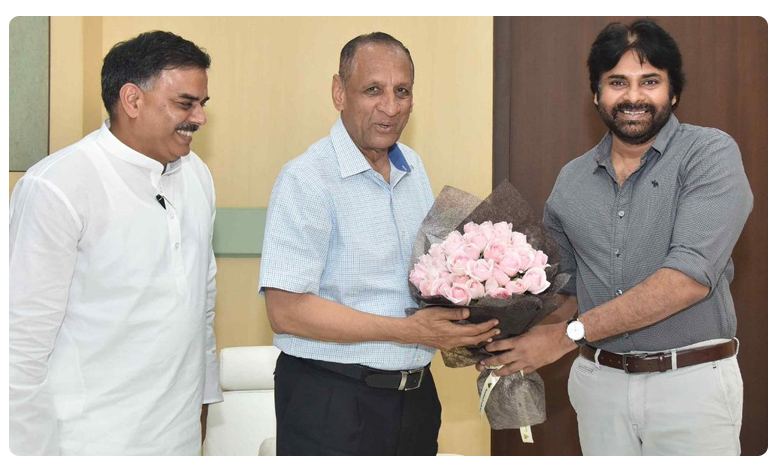 Pawan Kalyan Meets Telangana Governor ESL Narasimhan at Hyderabad, తెలంగాణ గవర్నర్ నరసింహన్తో పవన్, నాదెండ్ల భేటీ!