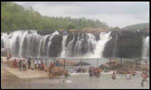 "Tourists Rush At Bogatha Waterfall, అందాలు ఒలకబోస్తోన్న తెలంగాణ ""నయాగర"""