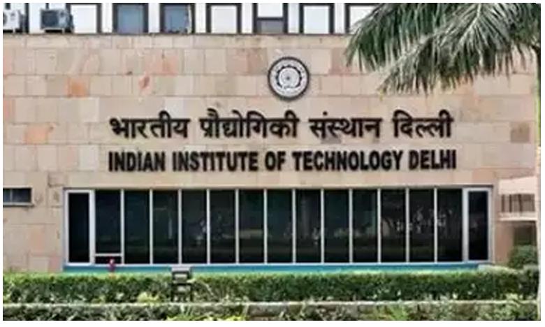 Three of family commit suicide inside Delhi IIT premises, ఐఐటీ ప్రాంగణంలో కుటుంబం ఆత్మహత్య