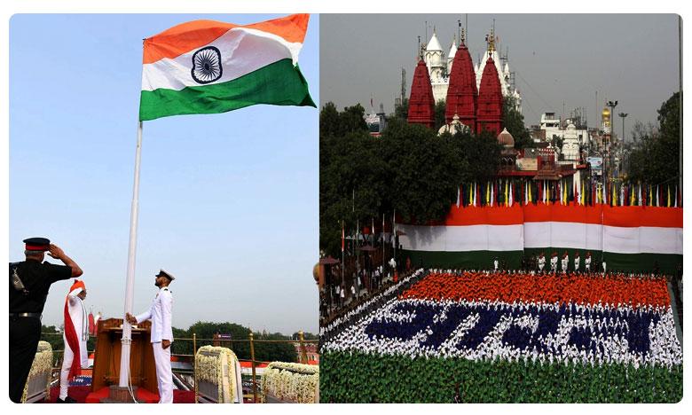 Prime Minister Narendra Modi hoistes Flag on Red Fort