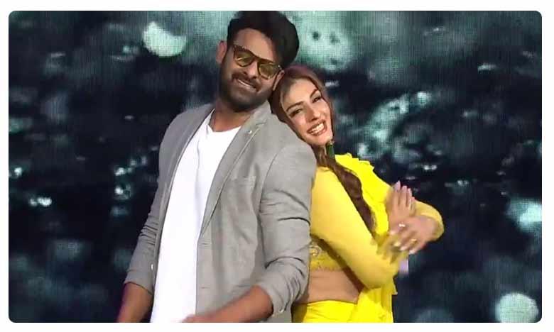 Prabhas and Raveena Tandon Dance on 'Tip Tip Barsa Pani' on Nach Baliye 9