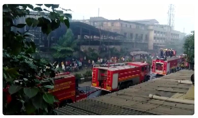 Fire breaks out in a cloth factory at Pandesara in Surat, వస్త్ర పరిశ్రమలో భారీ అగ్నిప్రమాదం