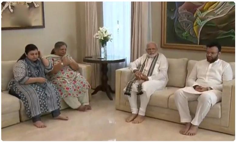 PM Modi, Amitshah Console Jaitley Family