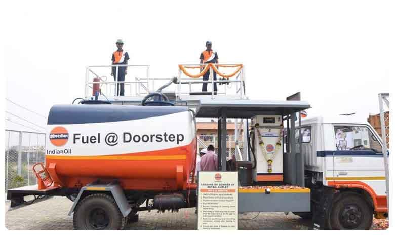 Today Petrol and Diesel Rates in Hyderabad, నెల రోజుల్లో.. భారీగా తగ్గిన పెట్రోల్ ధరలు..! కారణం అదేనా..?