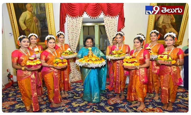 Telangana Governor Tamilisai Soundararajan participated in Bathukamma celebrations at Rajbhavan, రాజ్‌భవన్‌ లో బతుకమ్మ సంబరాలు!