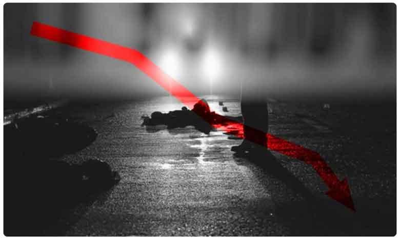 man dies while crossing fencing which is set up for coronavirus fear, కరోనా భయంతో వేసిన కంచెతో వ్యక్తి మృతి..