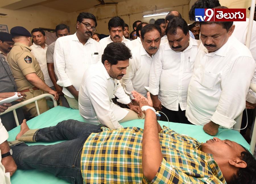 Cm YS jagan Visits Survivors In Rajahmundry, బోటు ప్రమాద బాధితులకు సీఎం జగన్ పరామర్శ