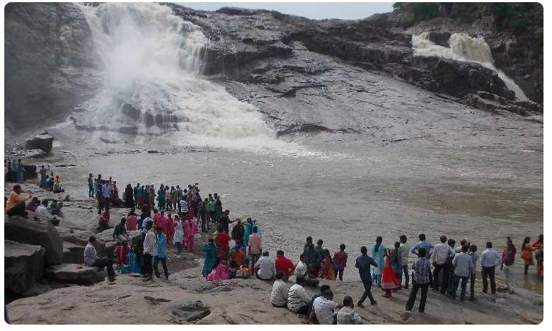 tourists allowed to visit Kuntala waterfalls