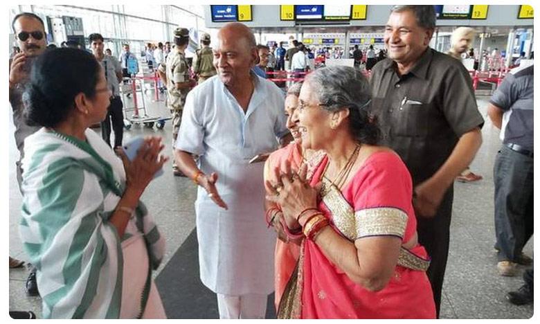 Mamata gift for Modi's wife, మోదీ గారి వైఫ్కి..దీదీ గారి గిప్ట్