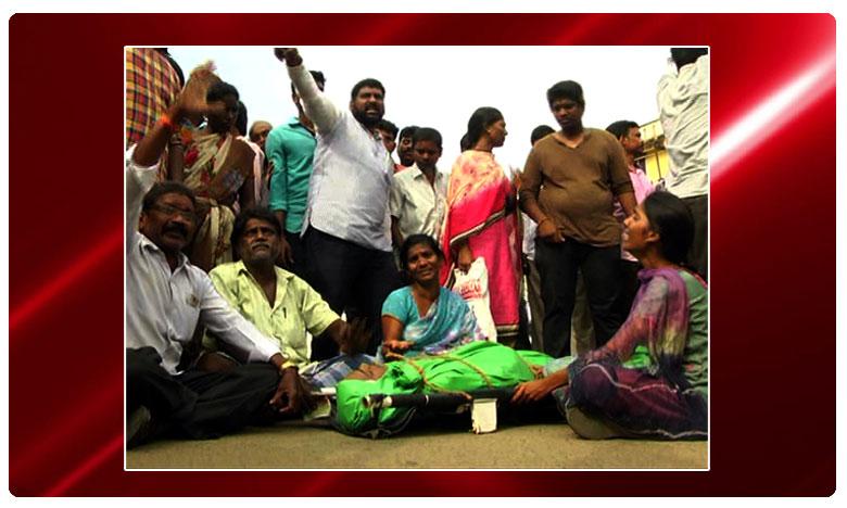 Nellore Youth died. Family Members Protesting, యువకుడి మృతదేహంతో బంధువుల ధర్నా