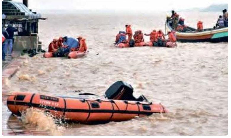 Godavari Boat Accident: Vasista boat validity till 2019 says East Godavari Collector, ఆ బోటుకు ఈ ఏడాది వరకు వ్యాలిడిటీ ఉంది: తూ.గో.జిల్లా కలెక్టర్