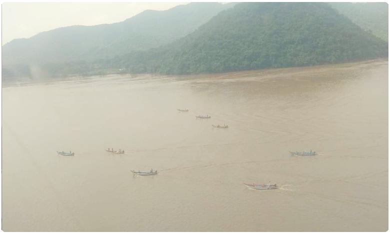 Uttarakhand NDRF team found boat Location in river Godavari