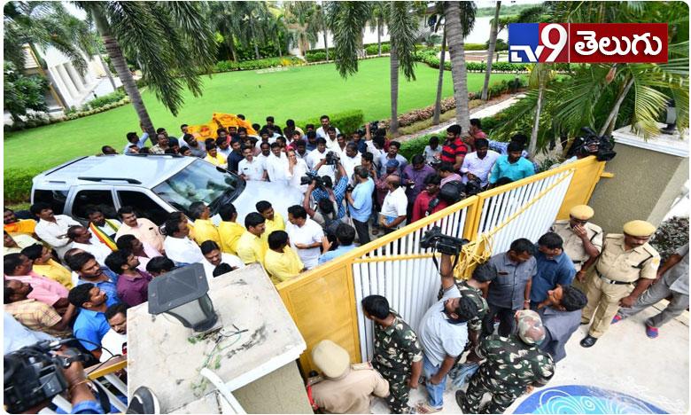 High Tension at Ex CM Chandrababu House