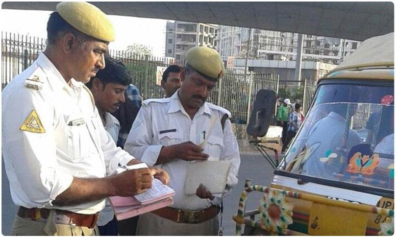 Noida bus owner fined for driver not 'wearing a helmet', బస్సు డ్రైవర్కు హెల్మెట్ లేదంటూ చలానా..!