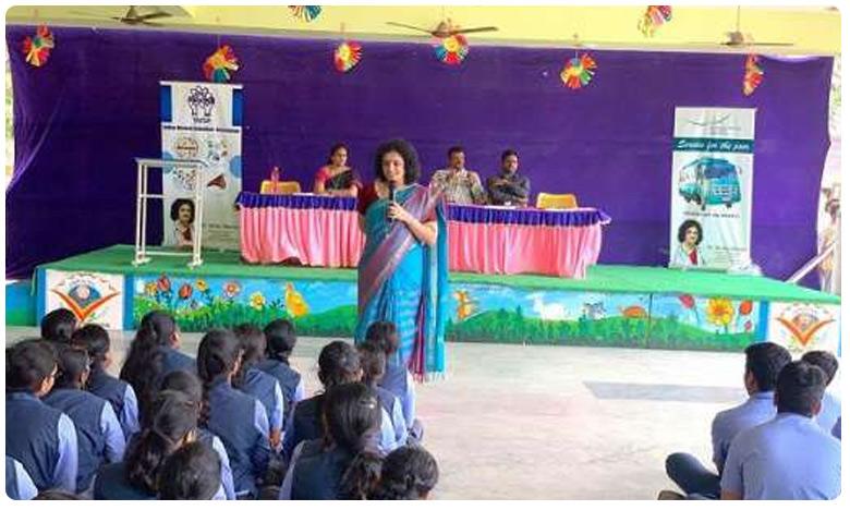 Neurology on wheels: This AP doctor is treating patients in villages for free, మానవసేవే మాధవసేవ అంటే ఇదేనేమో.. ఎందరికో ఆదర్శం ఈ డాక్టరమ్మ