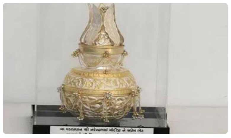 E-Auction of PM Modi gifts, రూ.500తో మొదలై కోటికి అమ్ముడుపోయింది.. మోదీ కానుకలకు భారీ రేటు