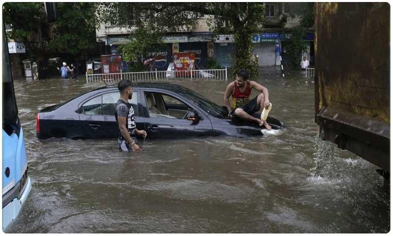 IMD issues 'red alert' for Mumbai as heavy rains continue to pound city, చెరువులను తలపిస్తున్న రోడ్లు.. స్థంభించిన రవాణా..