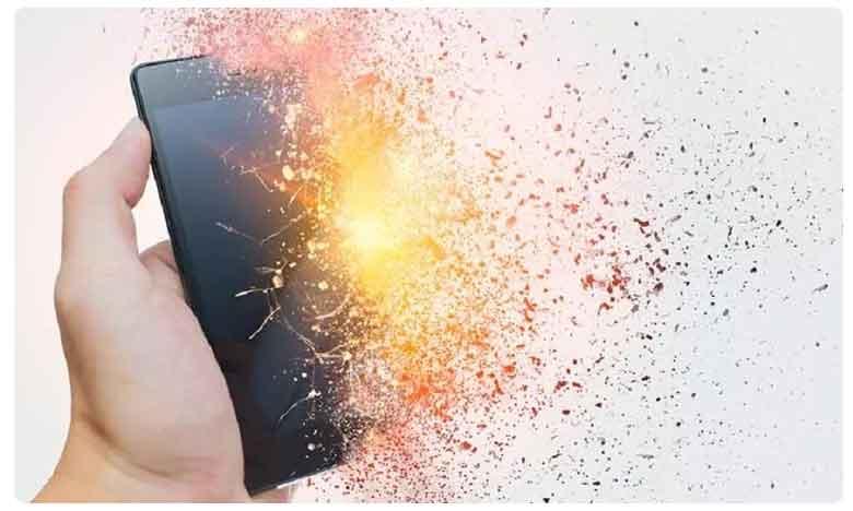 Schoolgirl Dies After Charging Phone Exploded As She Listened To Music In Bed, విషాదం: మొబైల్ పేలి విద్యార్థిని మృతి.. అసలు కారణం ఇదే..!