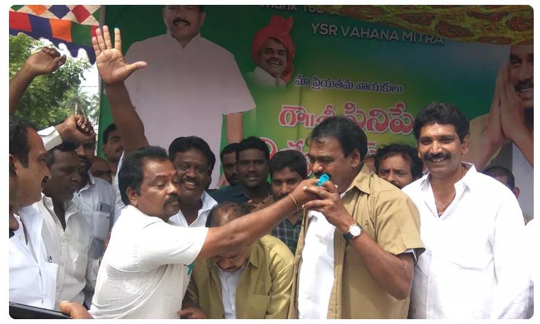 Janasena MLA Rapaka Varaprasad praises AP CM YS Jagan, సేనానికి షాక్.. సీఎం జగన్కు జనసేన ఎమ్మెల్యే పాలాభిషేకం..!
