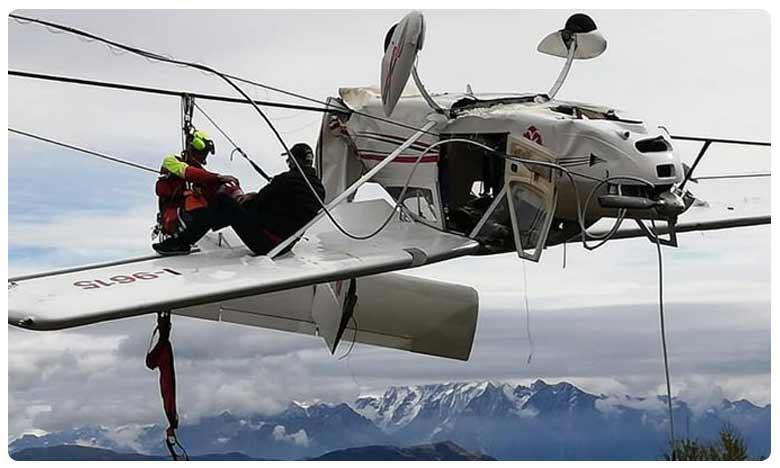 Small aircraft crashes into ski lift dangles upside down from cable line, వైర్లకు వేలాడుతూ… గాల్లోనే విమానం… పైలట్ సేఫ్!