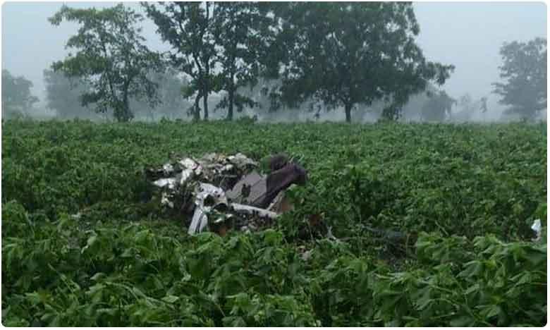 Pilot killed after trainer aircraft crashes at Vikarabad district in Telangana, పత్తిచేనులో కూలిన ట్రైనీ విమానం.. ఇద్దరు పైలట్లు మృతి