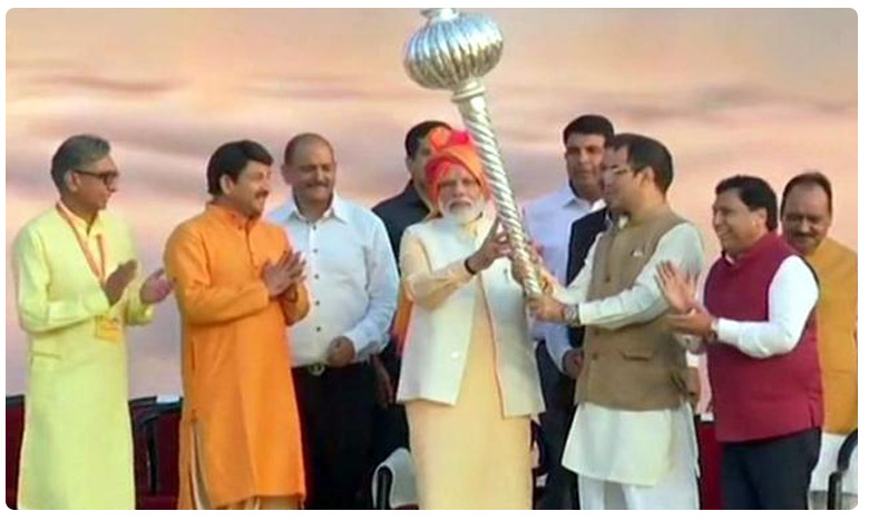 PM modi attended Dussehra celebrations in Ramleela stadium