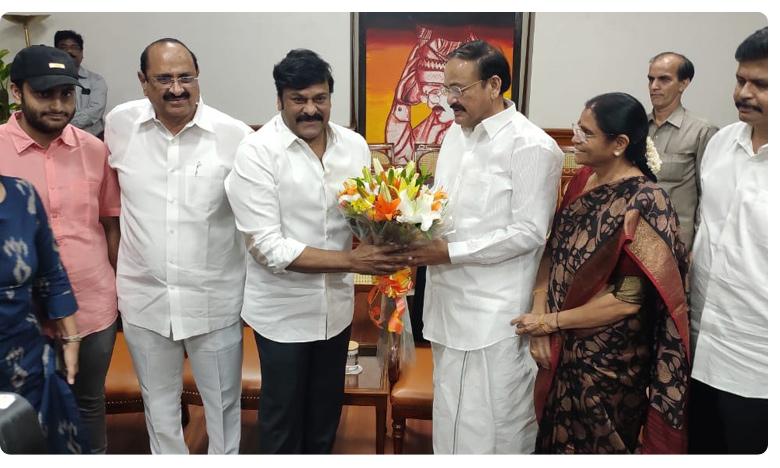 "Vice president Venkaiah Naidu appreciates sye raa team, ""సైరా""మూవీ చూసి  ఉపరాష్ట్రపతి ఏమన్నారంటే?"
