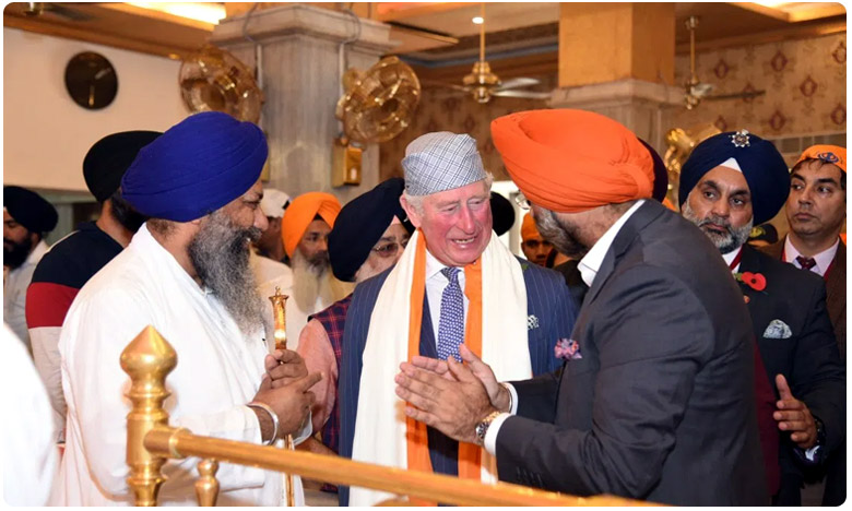 "Britain Prince Charles Prepares Roti At Gurudwara Bangla Sahib, గురుద్వారాలో  రొట్టెలు కాల్చిన బ్రిటన్ ప్రిన్స్ ""చార్లెస్"""