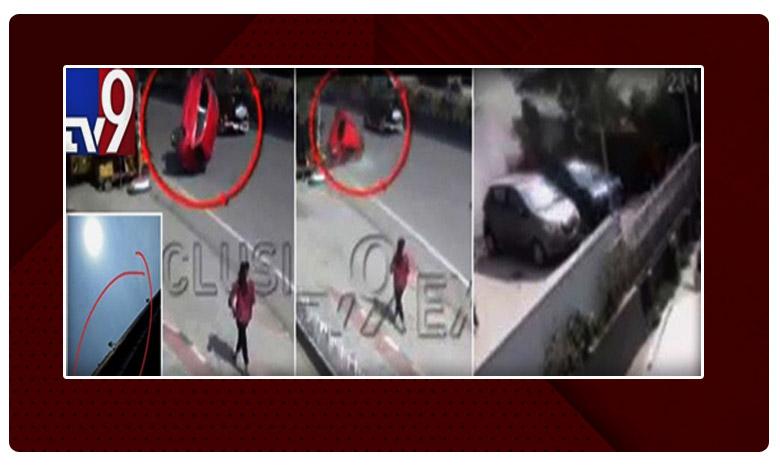 Hyderabad: Car accident at biodiversity flyover, గచ్చిబౌలి ప్లై ఓవర్పై ఘోర ప్రమాదం..ఎక్స్క్లూజివ్ విజువల్స్