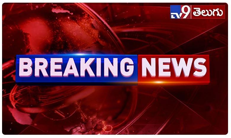 IT Raids in Producer Suresh Babu home, బ్రేకింగ్.. నిర్మాత సురేష్ బాబు ఇంటిపై ఐటీ రైడ్స్..