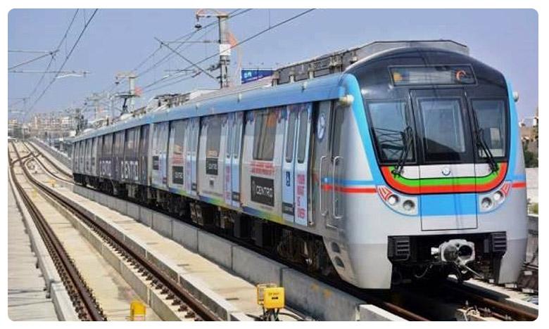 Fire Accident in Hyderabad Metro Train at Ameerpet Circle, హైదరాబాద్ మెట్రో ట్రాక్పై చెలరేగిన మంటలు..!