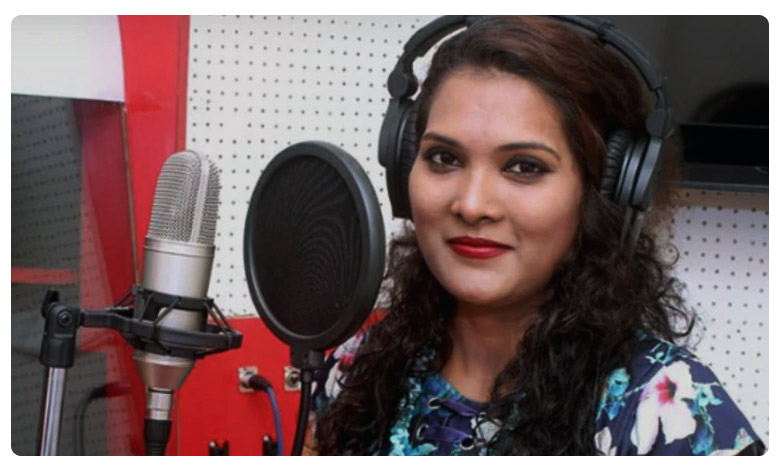 Geeta Mali a Marathi playback singer was killed in a road accident, రోడ్డు ప్రమాదంలో మరాఠీ సింగర్ మృతి