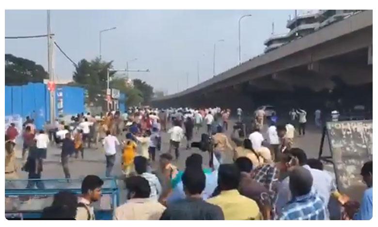 Police arrests RTC Workers, ఆర్టీసీ కార్మికుల అరెస్ట్.. ట్యాంక్బండ్ దగ్గర హైటెన్షన్