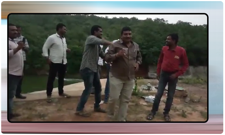 electricity officers drinking alcohol dance on duty time, మందేసి చిందేసిన అధికారులు…