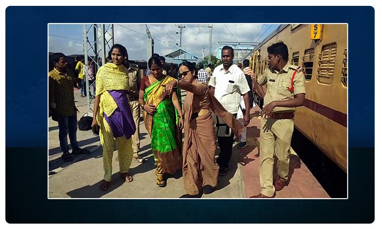 Ananthpur Police Assist Pregnant Women, గర్భిణీ కి పోలీసులు చేయూత..పుట్టాడండి,పండంటి మగబిడ్డ !