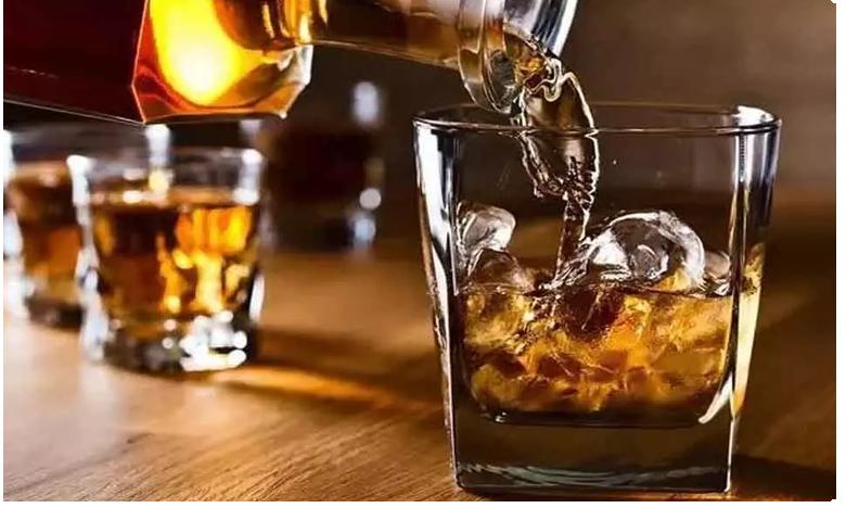 Govt. clears way for selling seized liquor in Delhi, మద్యం ప్రియులకు కిక్కెక్కే వార్త.. 25 శాతం తక్కువ రేటుకే..