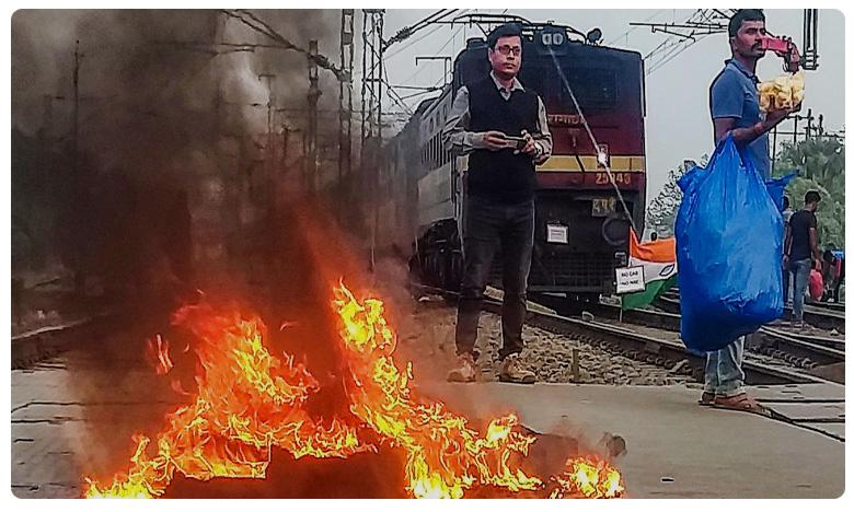 Several Trains Cancelled Amid Protests Over Citizenship Act, పౌరసత్వ చట్టంపై నిరసనలు: బెంగాల్లో ఐదు రైళ్లకు నిప్పు!
