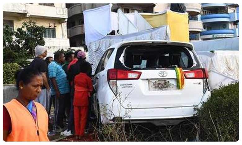 Car of TDP leader's son hits motorist, మాజీ మంత్రి కొడుకు మామూలోడు కాడు!