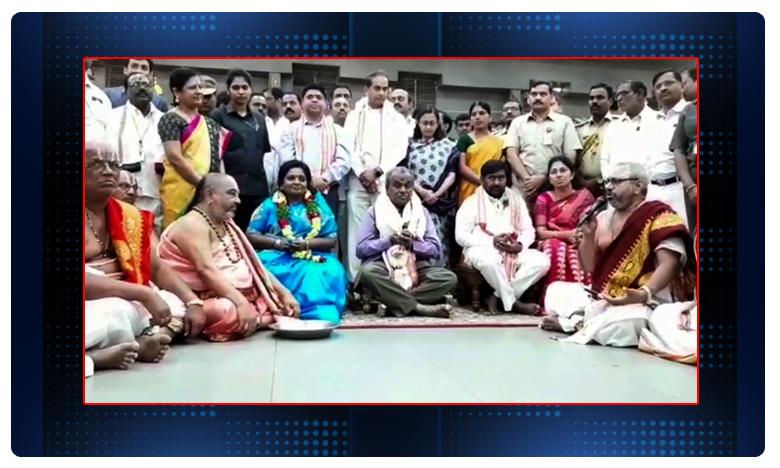 Telangana Governer Tamilisai Soundarajan, యాదాద్రిలో గవర్నర్ దంపతులకు పూర్ణకుంభ స్వాగతం