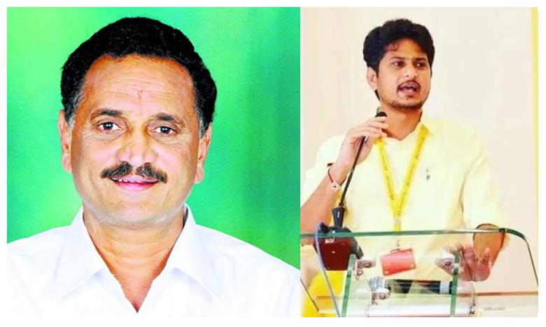 EX minister son creates ruckus, బ్రేకింగ్: బైక్ను ఢీ కొట్టి.. మాజీ మంత్రి కుమారుడు పరారీ