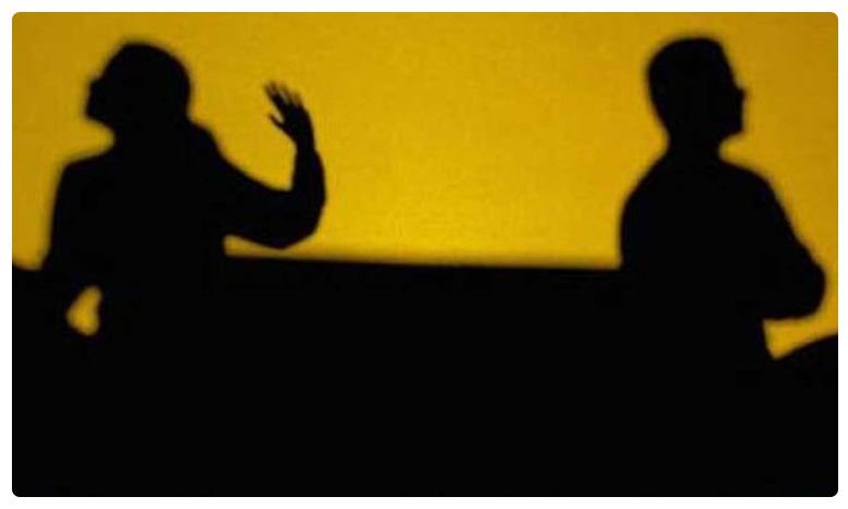 Bihar woman wants divorce because her husband stinks, నాకొద్దీ మొగుడు.. ఆ మహిళ చెప్పే రీజన్ చూస్తే షాక్ తినాల్సిందే..!