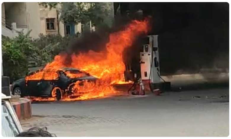 Massive fire breaks out at petrol bunk in Hyderabad, హైదరాబాద్ పెట్రోల్ బంక్లో అగ్నిప్రమాదం.. దగ్ధమైన కారు!